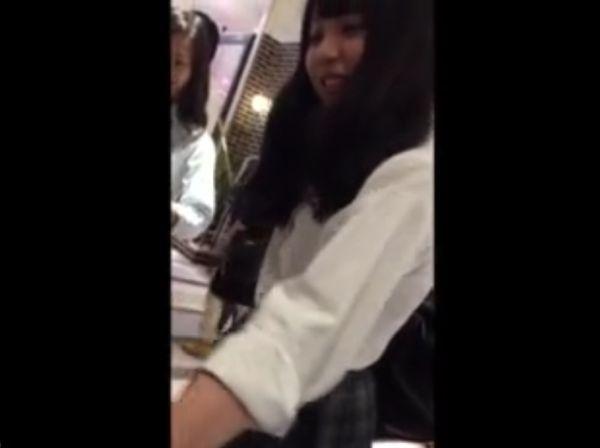 【盗撮】激カワ美少女二人組!放課後JKの萌え萌えパンチラを逆さ撮り公開とか!!