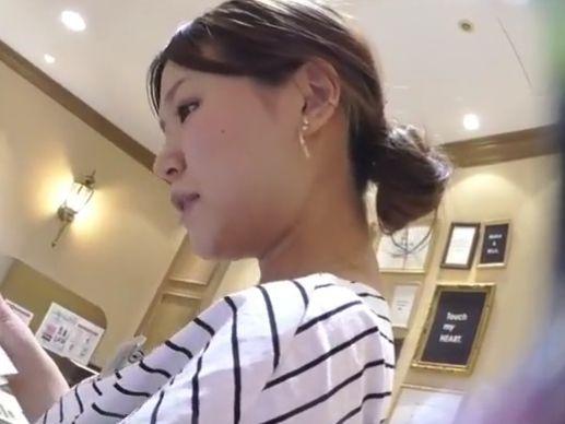 【HD盗撮】美人ショップ店員のお姉さまのエッチなパンチラ映像が使いどころ満載www