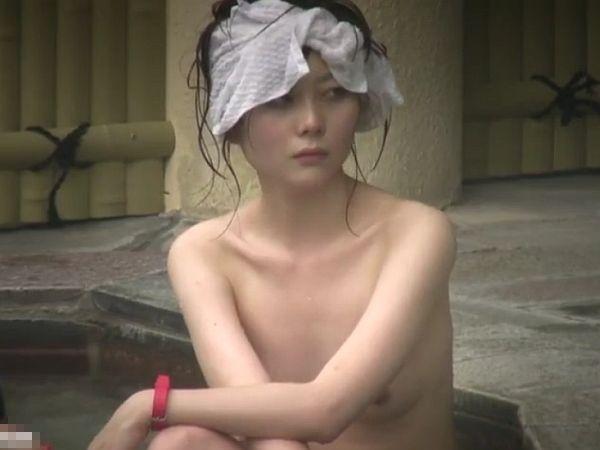 【盗撮】スレンダー美乳の全裸隠し撮り!宿泊先旅館の女子風呂で被害にあった素人ギャル!