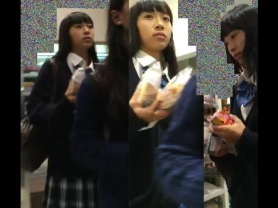 【盗撮】JC中学生で優等生お嬢ちゃんのパンチラを隠し撮りすると生理中だった件www