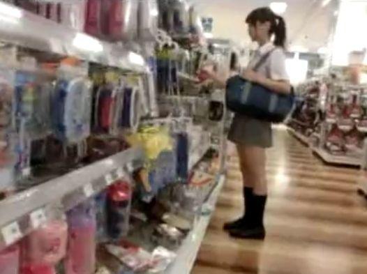 【盗撮】完全アイドル級!スレンダーJC中○生のポニテ美少女のパンチラが無断公開!!