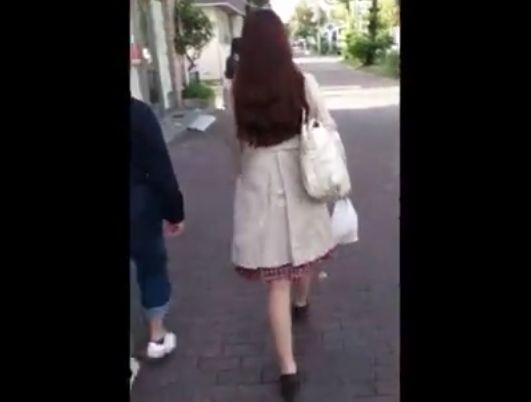 【盗撮】素人OL系お姉さんを欲望のあまり尾行!パンチラを隠し撮りしてオカズ使用!!