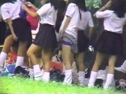 【盗撮】マジ激熱!まさかの幸運に遭遇!早朝練習チアリーディングの野外集団生着替え!!
