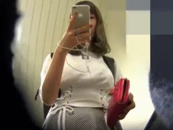 【素人 パンチラ】ムチムチで巨乳の素人ギャルのパンチラ隠し撮り盗撮個人撮影プレイがエロい!【Share Videos動画】
