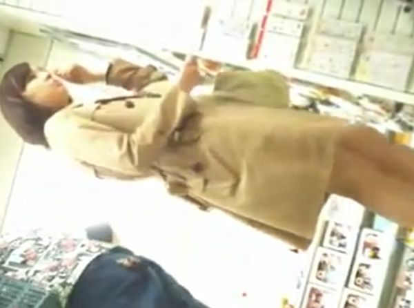 【盗撮】知的で美人なOLお姉さんのパンチラを買い物中に隠し撮りして堪能する!!
