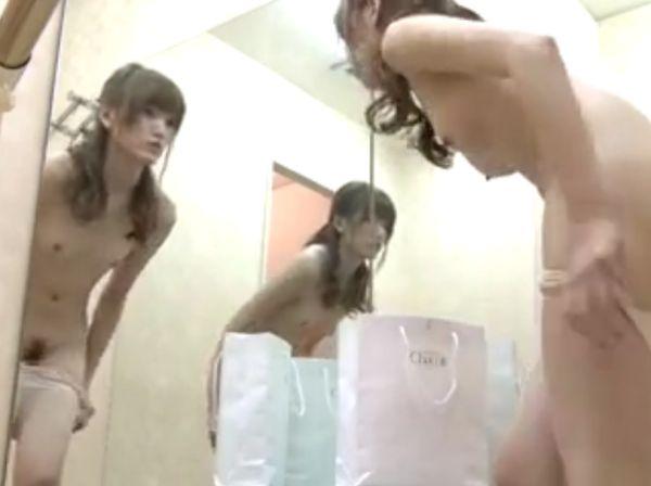 【盗撮】バレエ教室に通う系ギャルの裸体流出!マンコ丸出し美乳ボディが明らかに!!