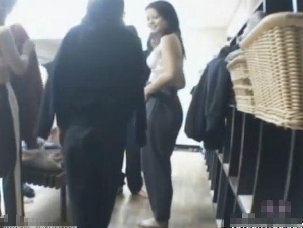 【リアル盗撮】修学旅行中の女子校生が同級生を隠し撮り!宿泊先の女子風呂で美少女の脱衣!